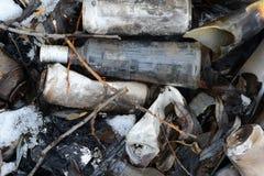 Der Abfall Das vergötterte Flaschenlügen Stockfotografie