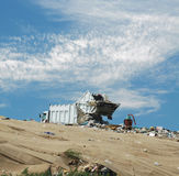 Der Abfall-LKW nimmt Staub aus dem Programm Lizenzfreies Stockbild