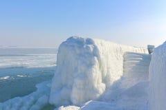 Der Abfall zum Seewinter, sonniger Tag Stockbilder