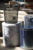 Der Abfalleimer Abfalleimer für die Küche oder das Büro Tür von den Kaffeebohnen Stockfotos