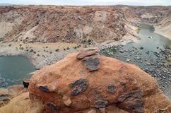 Der abgefressene Felsen, der den orange River Valley übersieht, Augrabies fällt Nationalpark, Südafrika Lizenzfreies Stockbild
