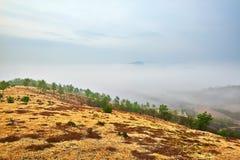 Der Abhang und das Wolkenmeer Stockfotografie