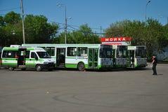 Der abschließende Halt und die Busse. Stockfoto