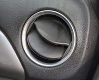 Der Abschluss des Autos eröffnete Klimaanlagenentlüftung Lizenzfreie Stockfotos