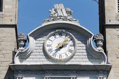 Der Abschluss herauf Ansicht einer Uhr einer Kirche Lizenzfreie Stockfotos