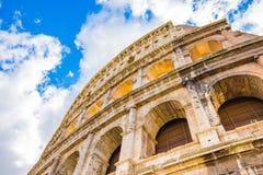 Der Abschluss herauf Ansicht von Colosseum Lizenzfreie Stockbilder