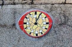 Der Abschluss oben der befleckten keramischen Uhr Lizenzfreies Stockbild