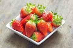 Der Abschluss oben der Gruppe der frischen roten Erdbeere Lizenzfreies Stockbild
