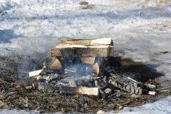 Der Abschluss oben des kampierenden Feuers Lizenzfreies Stockbild