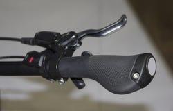 Der Abschluss oben der Fahrradlenkstange Stockfotografie