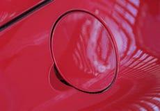 Der Abschluss oben der roten Kraftstofftankabdeckung Lizenzfreie Stockfotos