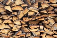 Der Abschnitt der Brennholzklotz gestapelt Lizenzfreies Stockbild