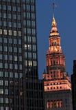 Der Abspannmast und das im Stadtzentrum gelegene Cleveland Stockbilder
