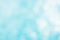 Der abstrakte blaue Wellenhintergrund auf bokeh Art Lizenzfreie Stockfotos