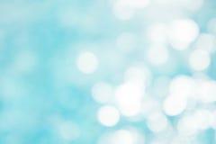 Der abstrakte blaue Wellenhintergrund auf bokeh Art Lizenzfreie Stockfotografie