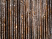 Der abstrakte geometrische Hintergrund von schmalen hölzernen gealterten Latten Stockbild