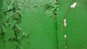 Der abstrakte Hintergrund der Metallwand, umfasst mit grüner Farbe, in einigen Plätzen die Farbe verschwindet, auf den linken kle Lizenzfreies Stockbild