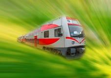 Der abstrakte moderne HochgeschwindigkeitsNahverkehrszug, Bewegungsunschärfe Lizenzfreie Stockfotografie