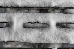 Der abstrakte Schuss, der von einem Schnee umgedreht ist, bedeckte Pier in Diosjeno, HU Stockbilder