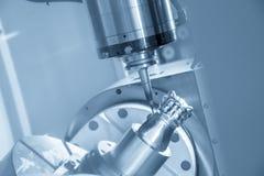 Der 5 Achse CNC-Maschinenausschnitt das Beispielteil Lizenzfreies Stockbild