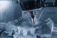 Der 5 Achse CNC-Maschinenausschnitt die Reifenform Lizenzfreies Stockfoto