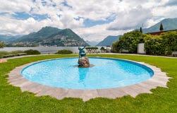Der Acquaiola-Brunnen entlang See von Lugano Lizenzfreie Stockbilder