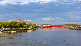 Der Adour-Fluss in Bayonne Lizenzfreie Stockbilder