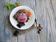 Der Affe wird von der Eiscreme gemacht Lizenzfreies Stockfoto