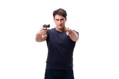 Der aggressive junge Mann mit dem Gewehr lokalisiert auf Weiß Stockfotografie