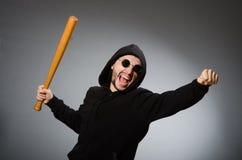 Der aggressive Mann mit basebal Schläger Stockfoto
