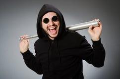 Der aggressive Mann mit basebal Schläger Lizenzfreie Stockfotos