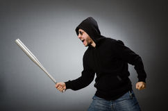 Der aggressive Mann mit basebal Schläger Stockbilder