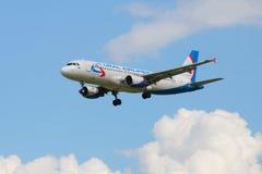 Der Airbus A329 VQ-BCZ von Fluglinie Ural-Fluglinien Stockfoto