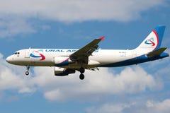 Der Airbus A329 (VQ-BCZ) von Fluglinie Ural-Fluglinien Ansicht in Profil Stockfoto