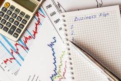 Der Aktienpreis, das Ergebnis berechnen Lizenzfreies Stockbild