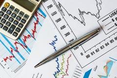 Der Aktienpreis, das Ergebnis berechnen und schreiben Lizenzfreie Stockbilder