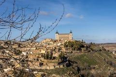 Der Alcazar, der die Stadt von Toledo beherrscht spanien Lizenzfreie Stockbilder