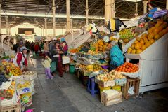 Der allgemeine Markt, Cusco, Leute m Perus am 2. September 2013 /Local lizenzfreie stockbilder