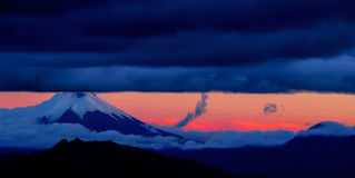 Der allmächtige Cotopaxi-Vulkan, Quito, Ecuador Lizenzfreies Stockbild