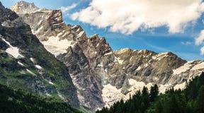 Der Alpengebirgszug Stockfoto