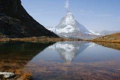 Der alpine See stockbilder