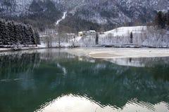 Der alpine See des Winters Lizenzfreie Stockfotos