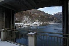 Der alpine See des Winters Stockfotos