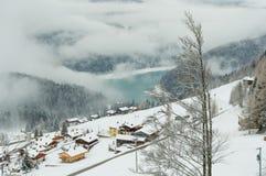 Der alpine See von Sauris Stockbild