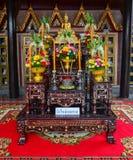 Der Altar am buddhistischen Tempel in Bangkok Lizenzfreie Stockfotografie