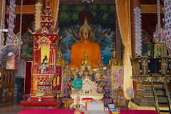 Der Altar des Tempels Wat Sri Kird Chiang Rai, Thailand Stockbild
