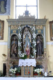 Der Altar der Königin des heiligen Rosenbeetes in der Kirche von Saint Joseph in Sisljavic, Kroatien Stockbild