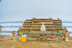 Der Altar mit meditierendem Buddha Stockfotografie
