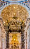 Der Altar von St- Peter` s Basilika in Vatikan Lizenzfreie Stockbilder