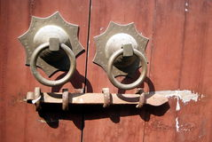 Der Altbau der Verschluss auf der Tür Lizenzfreie Stockfotos
